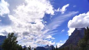 De zomerhemel en Bergen, Gletsjer Nationaal Park royalty-vrije stock fotografie