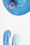 De zomerhoed en met toebehoren en sandals Stock Foto's