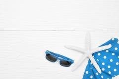 De zomerhoed en met toebehoren en sandals Royalty-vrije Stock Afbeelding
