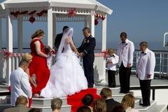 De zomerhuwelijken aan boord van Schip Stock Foto's