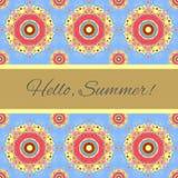 De zomerillustratie met bloemen en de woorden hello zomer Stock Fotografie