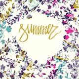 De zomerkaart op witte achtergrond met rond bloemenkader Bloemen kaart Verse de zomerillustratie Zomer, de zomerbehang, stock illustratie