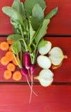 De zomerkader met verse organische groenten Stock Foto