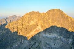 De ZOMERlandschap Ochtend in berg Stock Foto's