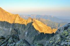 De ZOMERlandschap Ochtend in berg Stock Afbeelding