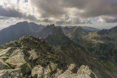 De zomerlandschap van de panoramaberg Stock Afbeeldingen