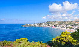 De zomerlandschap van Middellandse Zee kust Stock Foto