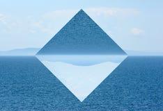 De zomermening van het overzees en de bergketen Geometrische bezinningen stock illustratie