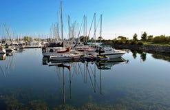 De zomerochtend bij jachtjachthaven Royalty-vrije Stock Fotografie