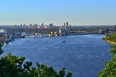 De zomerpanorama op de Dnieper-Rivier stock afbeelding