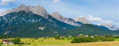 De zomerpanorama van alpen (Oostenrijk). royalty-vrije stock foto's