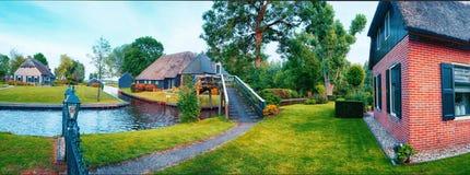 De zomerpanorama van Nederlands dorp Royalty-vrije Stock Foto
