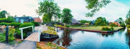 De zomerpanorama van Nederlands dorp Royalty-vrije Stock Fotografie