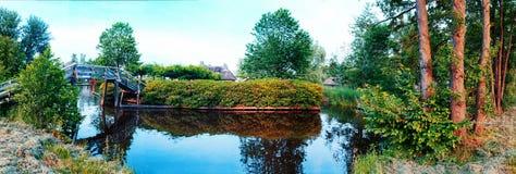 De zomerpanorama van in oud Nederlands dorp Royalty-vrije Stock Afbeeldingen