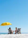 De zomerparaplu van het strand Stock Afbeeldingen