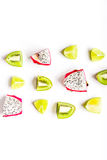 De zomerpatroon met omhoog kiwi en pitaya witte achtergrond hoogste meningsspot Stock Fotografie