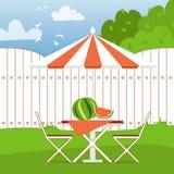De zomerpicknick op de binnenplaats Openlucht recreatie Stock Foto's