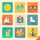 De zomerpictogrammen. Vlakke ontwerptendens. Retro kleur. Vect Stock Foto's