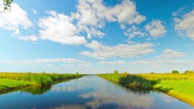 De zomerrivier, tijd-tijdspanne panorama stock footage