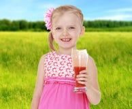 De zomerstemming een klein meisje Royalty-vrije Stock Afbeelding