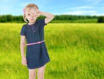 De zomerstemming een klein meisje Royalty-vrije Stock Afbeeldingen