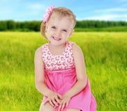 De zomerstemming een klein meisje Royalty-vrije Stock Foto