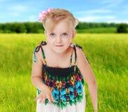 De zomerstemming een klein meisje Stock Afbeeldingen