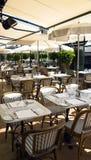 De zomerterras van Cafe DE Pari Stock Fotografie