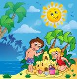De zomerthema met kinderen het spelen Royalty-vrije Stock Foto