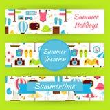 De zomervakantie en Vectordie het Malplaatjebanners van de de Zomertijd in M wordt geplaatst Royalty-vrije Stock Foto's