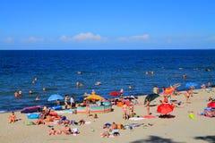 De zomervakantie op een strand op de Oostzee Royalty-vrije Stock Foto