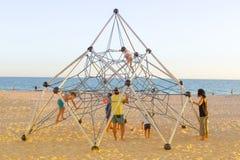 De zomervakantie van Spanje Familie die bij het strand genieten van Rota, Cadiz Stock Foto's