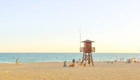 De zomervakantie van Spanje Mensen die bij het strand genieten van Rota, Cadiz Stock Foto's