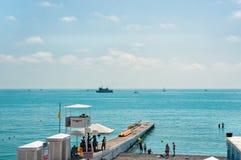De zomervakanties op overzeese kust royalty-vrije stock afbeeldingen