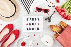 De zomervakanties of weekend in het concept van Parijs royalty-vrije stock foto's