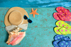 De zomervoorwerpen door Water Stock Foto's
