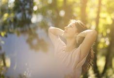 De de zomerzon is de beste bron van vitamine D stock foto