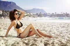 De zomerzon op het strand Royalty-vrije Stock Afbeeldingen