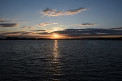 De zomerzonsondergang in Chasewater, Staffordshire Stock Foto