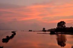 De zomerzonsopgang na zwaar onweer Royalty-vrije Stock Fotografie