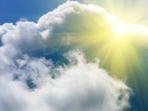 De zon de wolkenhemel royalty-vrije stock afbeelding