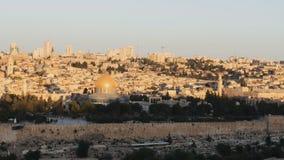 De zon die bij koepel van de rots in Jeruzalem toenemen stock videobeelden