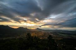 De zon die op Berglandschap glanzen Royalty-vrije Stock Foto's
