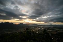 De zon die op Berglandschap glanzen Royalty-vrije Stock Afbeelding