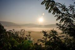 De zon die op Berglandschap glanzen Royalty-vrije Stock Afbeeldingen