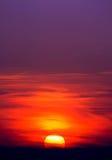 De zon door de wolken stock afbeelding