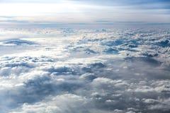 De zon en de hemel op kant van een vliegtuig Stock Foto's