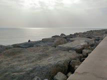De zon glanst neer op Perzische golfwater Stock Foto's