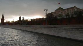 De zon gluurt door de Putin-Woonplaats