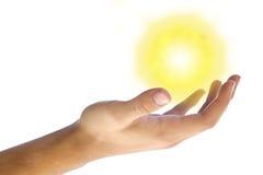 De zon in mijn hand stock afbeelding